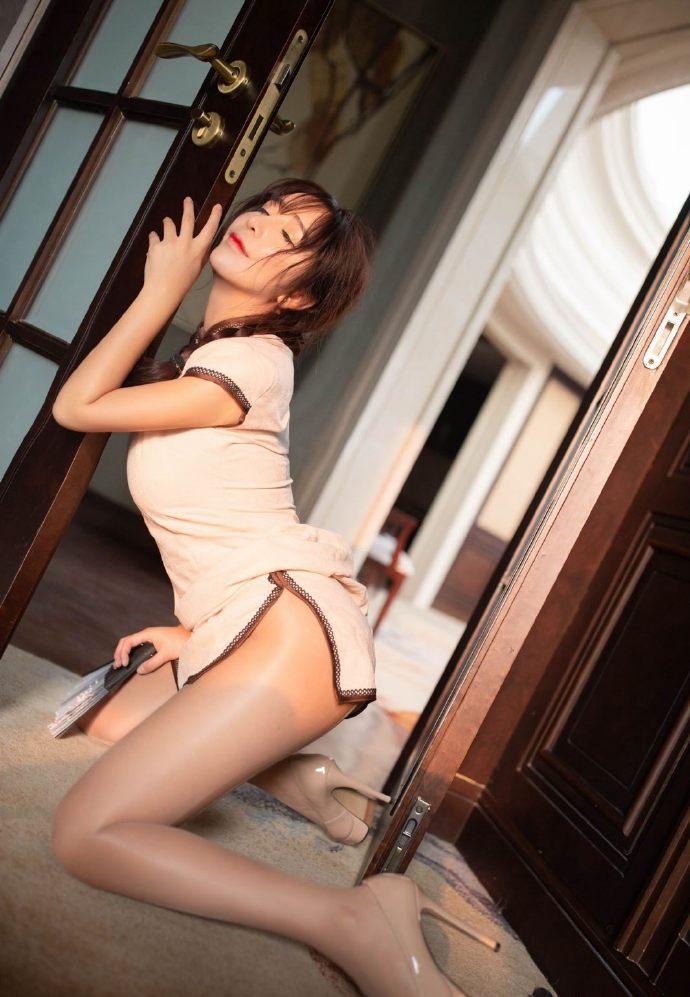 性感美女丝袜美腿旗袍妩媚写真