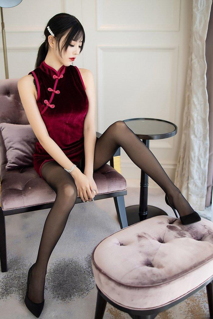 开叉旗袍美女黑丝美腿撩人性感写真