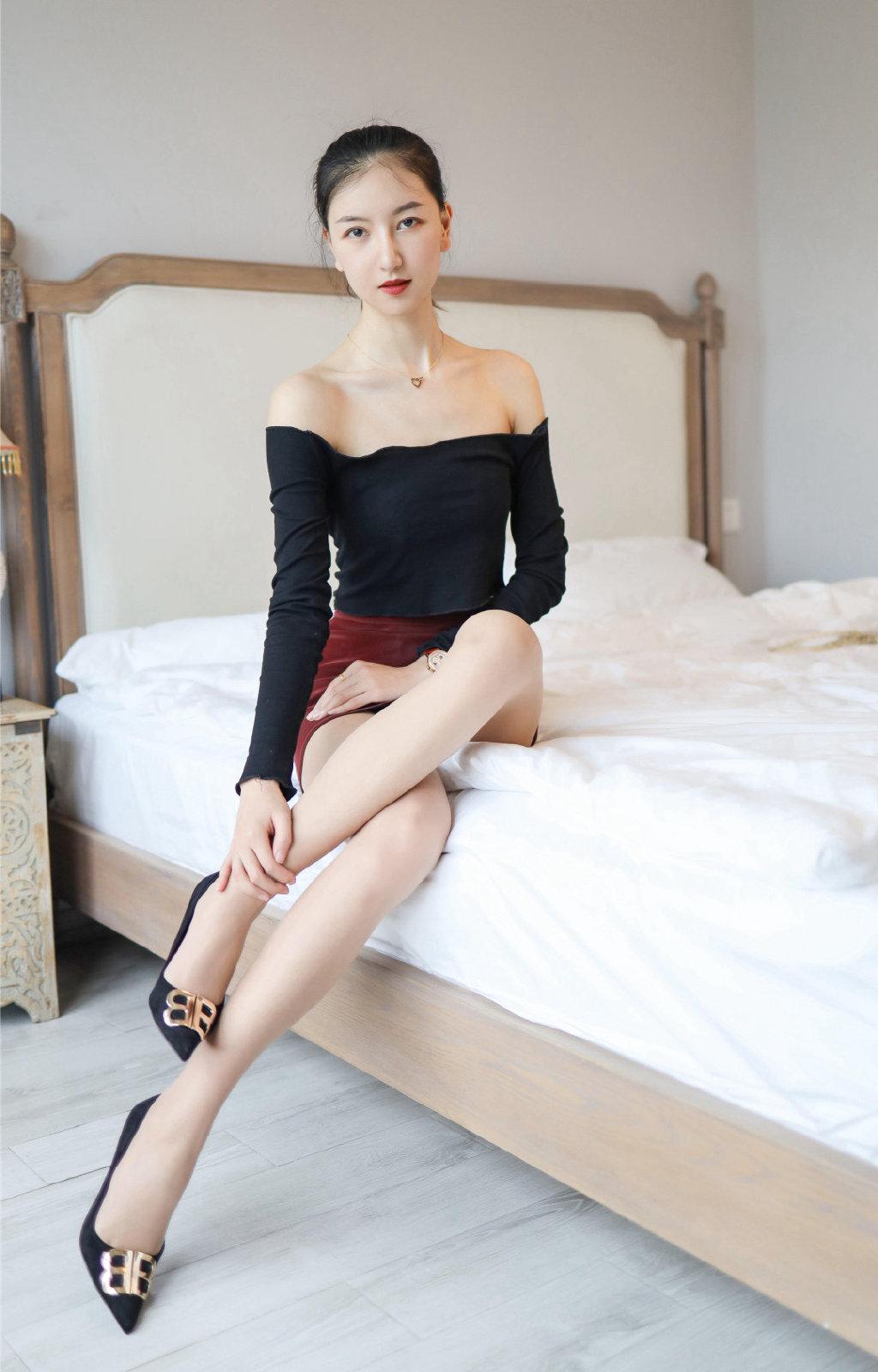 丝袜美女妖娆性感美女私房床上写真